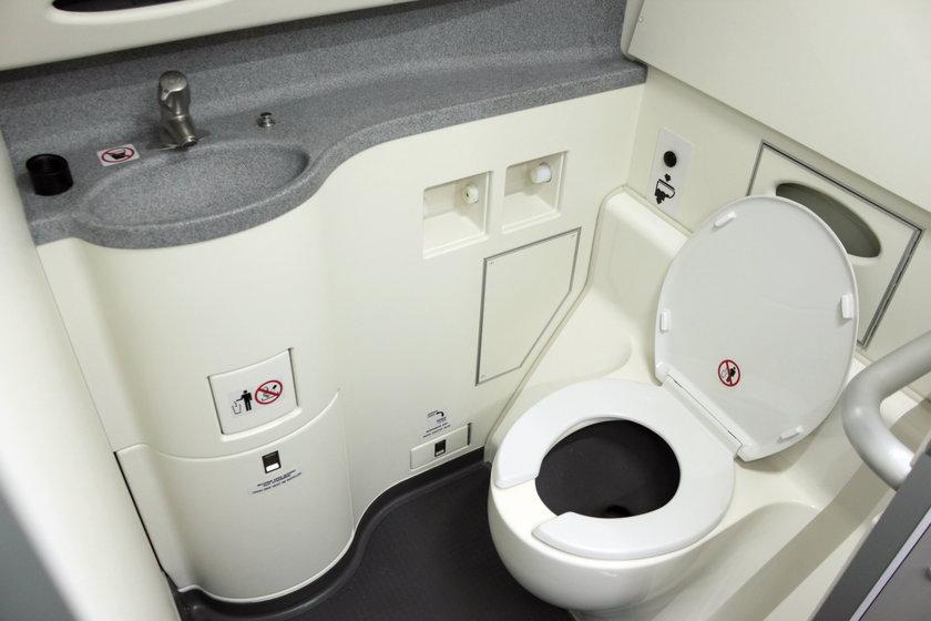 Samolotowa toaleta