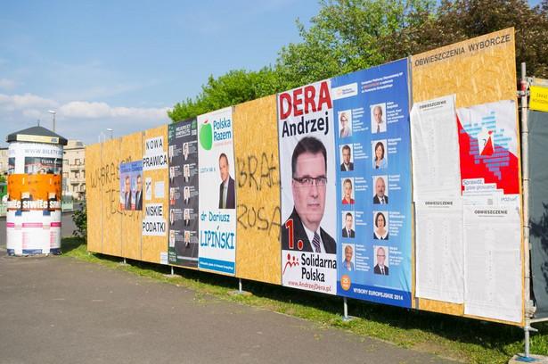Plakaty, ulotki, banery – choć te formy komunikacji z wyborcami z perspektywy Warszawy mogą się wydawać już lekko anachroniczne, to wciąż są skuteczne w małych miastach i gminach wiejskich.