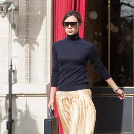 Victoria Beckham dumnie niesie swój wątły biust bez stanika