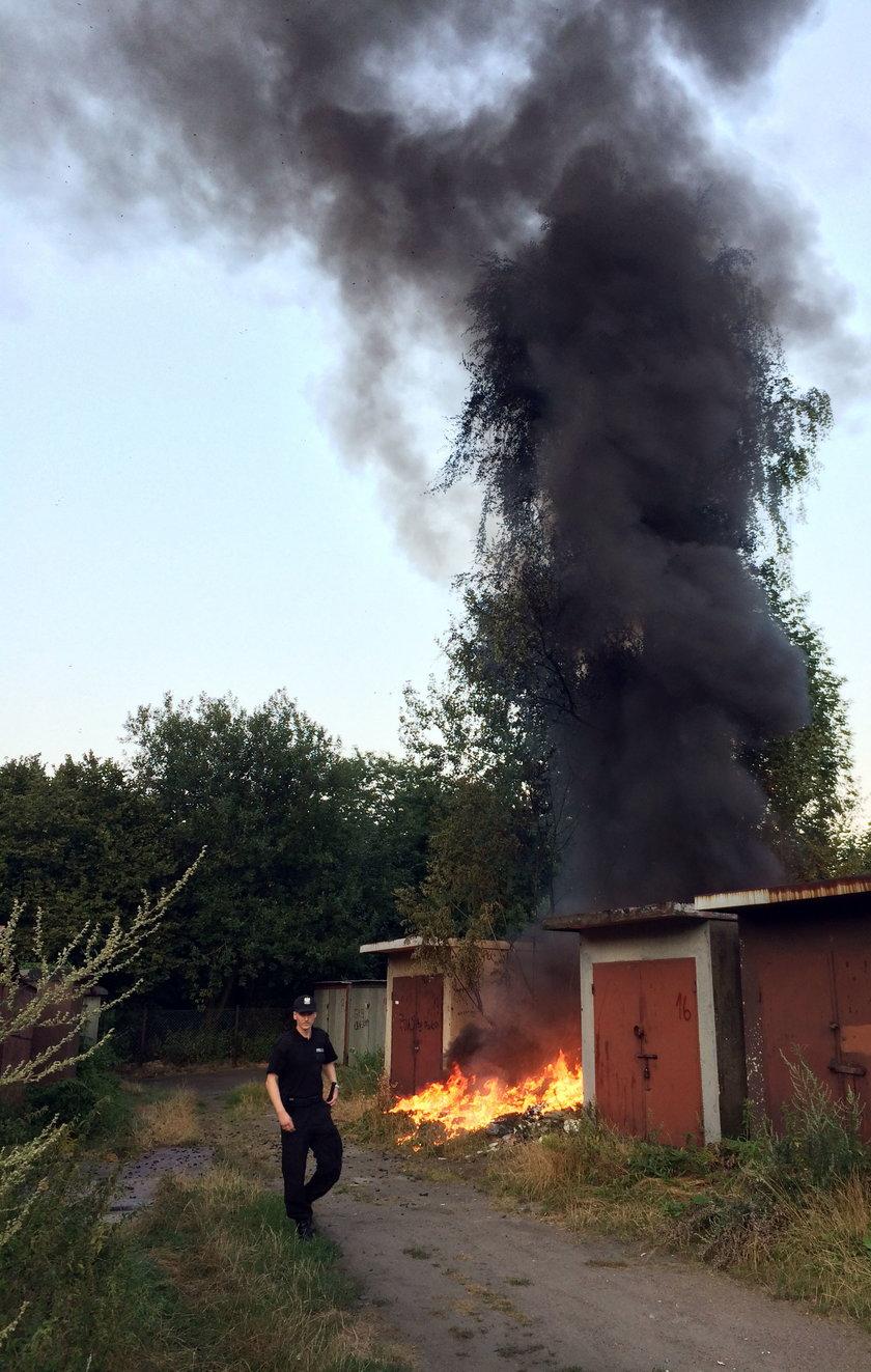 Katowice. Pożar śmieci na osiedlu Tysiąclceia