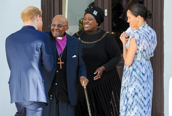 Susreta sa Dezmondom Tutuom, južnoafričkim aktivistom i penzionisanim anglikanskim nadbiskupom i njegovom suprugom u Kejptaunu u Južnoj Africi  jedan je od najznačajnijih događaja sa službenog putovanja, javnost je tada prvi put videla jasno malenog