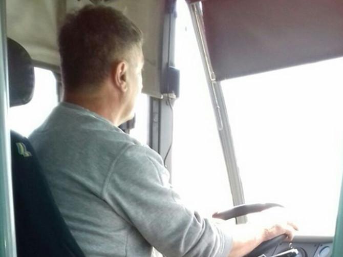Jovica je vozač sa kojim cela Srbija danas želi da se vozi: U autobus mu je ušla DEVOJKA U NEVOLJI, a njegov gest je oduševio sve putnike