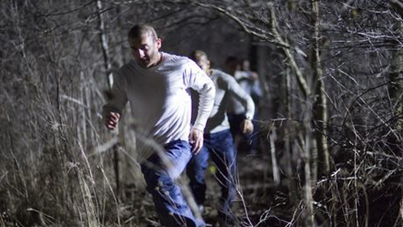 """PRISON BREAK: Lincoln (Dominic Purcell) is on the run in the PRISON BREAK season finale episode """"Flight"""" airing Monday, May 15 (8:00-9:00 PM ET/PT) on FOX. ©2006 Fox Broadcasting Co. Cr: C. Hodes/FOX"""