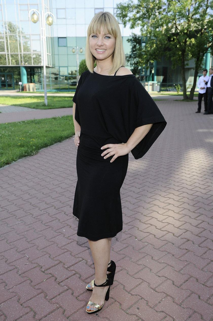 Katarzyna Bujakiewicz w czarnej sukience