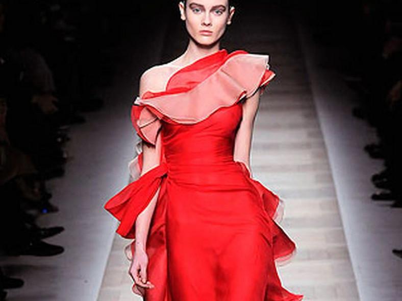 Suknia Valentino na wybiegu