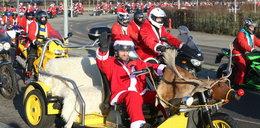 Ale świąteczny orszak! Tak Mikołaje na motocyklach pomagają potrzebującym dzieciom