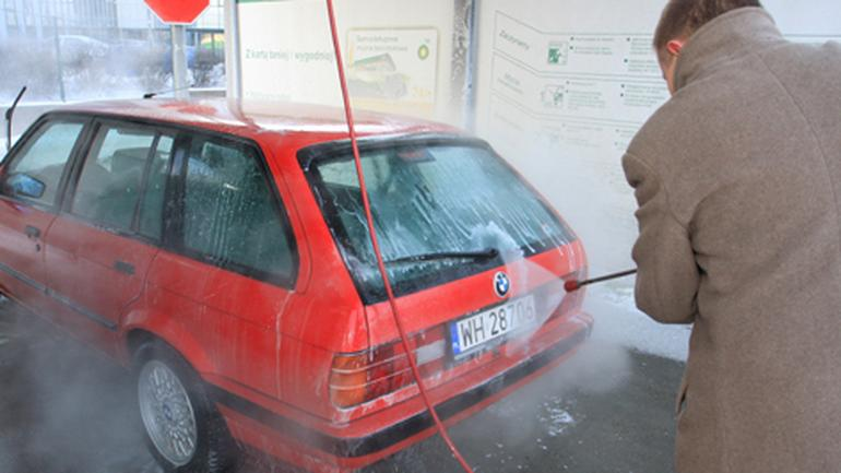 Jak umyć auto w duży mróz?