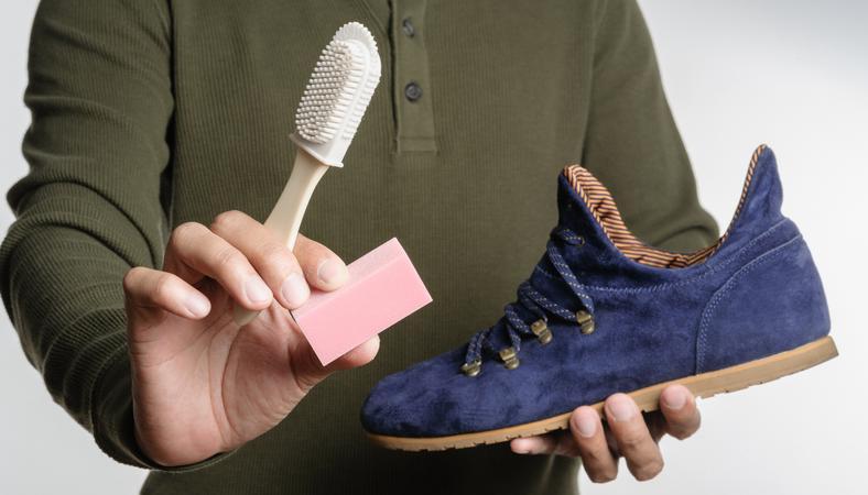 Így tisztítsd meg a velúrbőr cipődet, hogy ne kopjon és