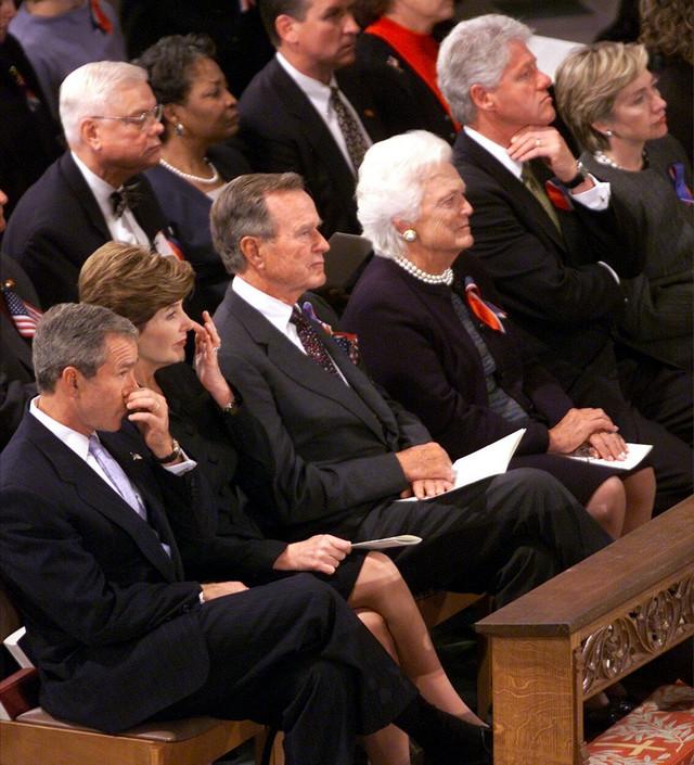 Bušovi i Klintonovi na molitvi za žrtve terorističkog napada na SAD u Vašingtonu 2001.