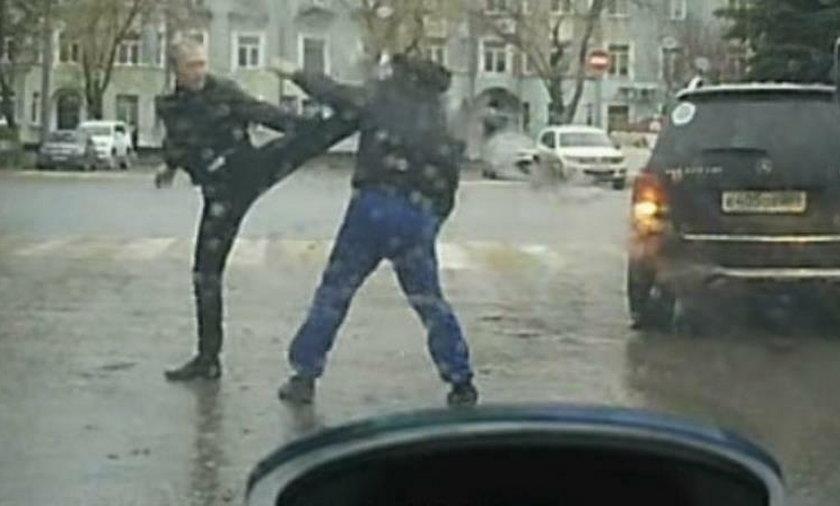 Bitwa kierowców osobówki i samochodu dostawczego