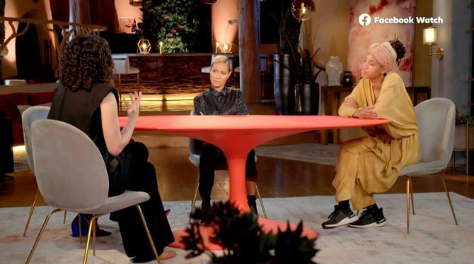 Emisiju vodi i ćerka Džejde i Vila Smita Vilou Smit koju vidite na slici