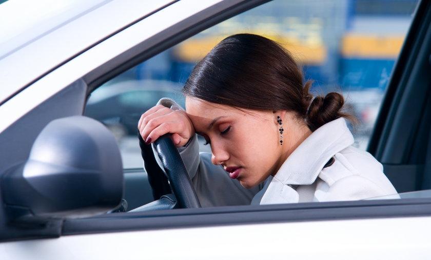 Mieszkanka Ksawerowa upiła się i zasnęła za kierownicą