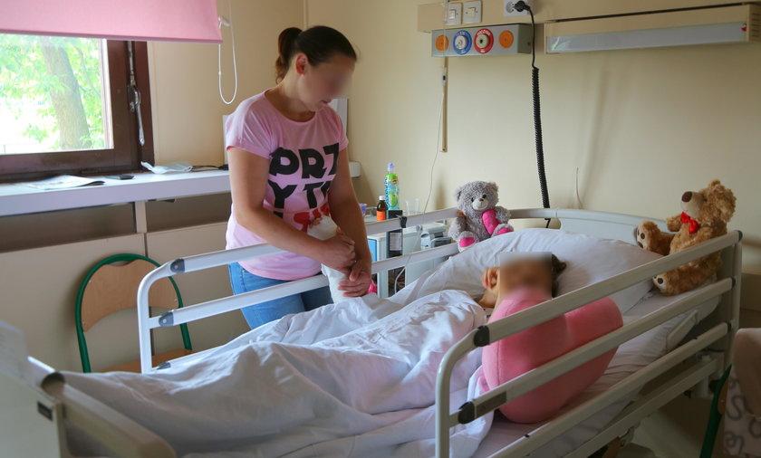 Skatowana Oleńka w szpitalu CZMP