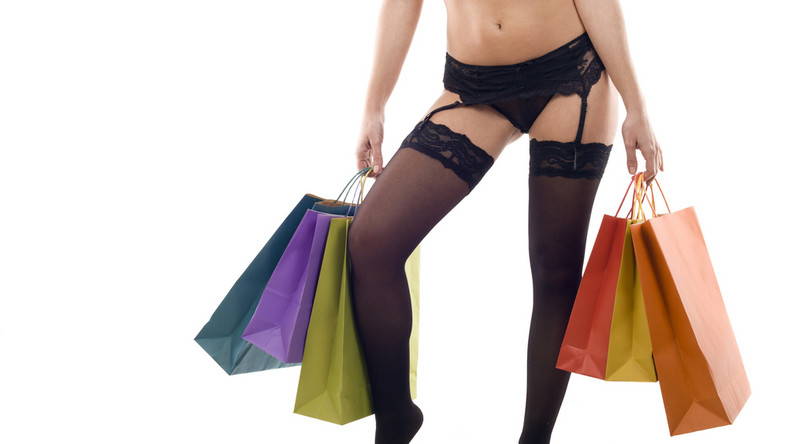 """1. Żeby zaopatrzyć się w akcesoria erotyczne. Od lat na 1. miejscu listy najchętniej kupowanych przez panie """"łóżkowych"""" gadżetów utrzymują się wibratory, ale kobiety coraz częściej poszukują też """"sprzętów"""", które wykorzystają we wspólnej zabawie z partnerem"""