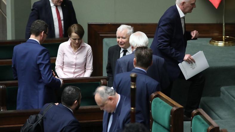 Prezes PiS Jarosław Kaczyński z politykami