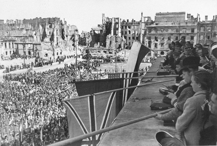 Manifestacja na placu Teatralnym
