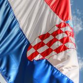 VEROVALI ILI NE Žena u Hrvatskoj iskoračila kroz prozor stana na 12. SPRATU da bi oprala okno (FOTO)