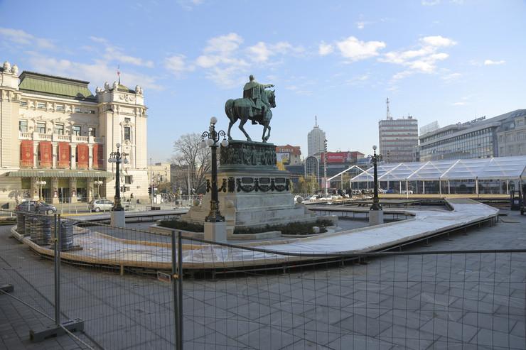 Postavljanje klizališta na Trgu republike