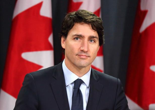 Premier Kanady Justin Trudeau zapowiedział w sobotę, że od poniedziałku nikt, u kogo widoczne są objawy zarażenia, takie jak kaszel, gorączka czy trudności w oddychaniu, nie będzie mógł wsiąść do samolotu ani pociągu na trasach krajowych