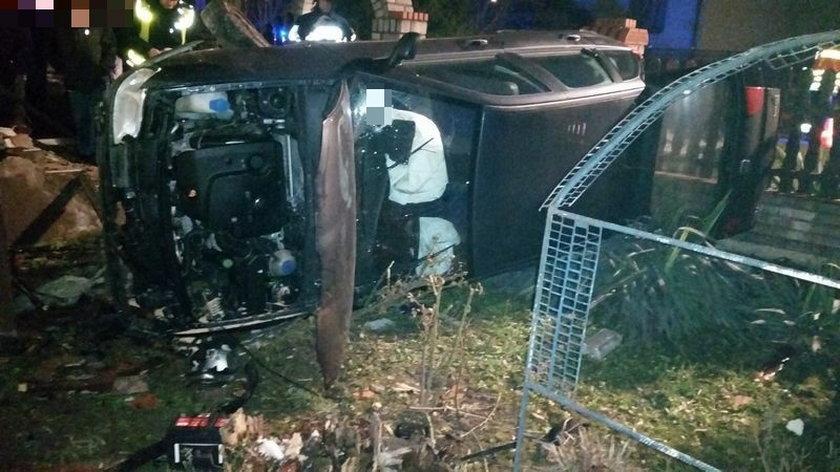 Samochód uderzył w dom