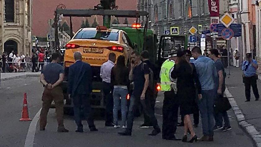 Moskwa. Taksówka wjechała w tłum ludzi