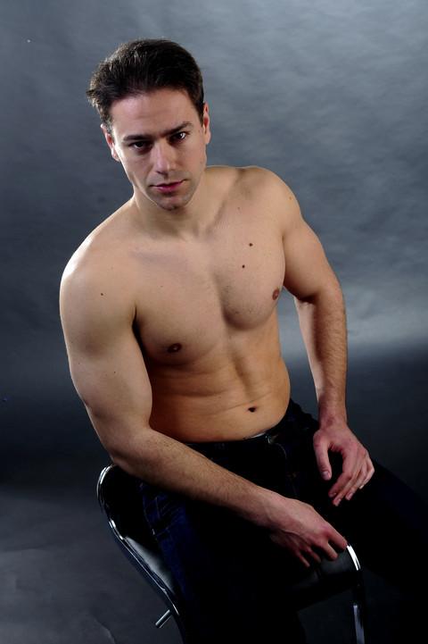 GLUMAC DOBIO BATINE: Na njega nasrnuo kik bokser!