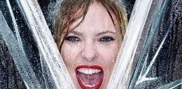 Scarlett szaleje pod prysznicem