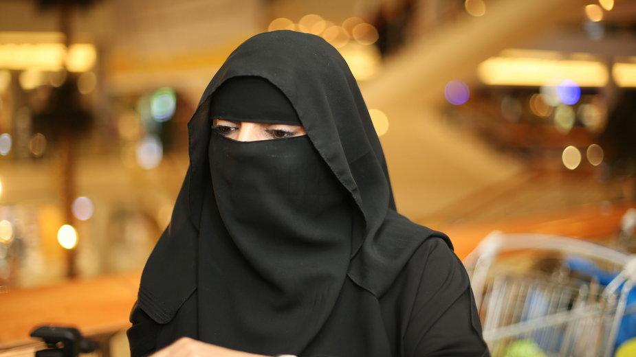 """Jak żyją współczesne Saudyjki. Fragment książki """"Jestem Saudyjką"""""""