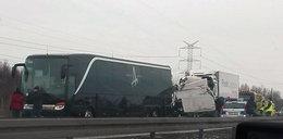 TIR wjechał w autobus. Wśród rannych muzycy amerykańskiego zespołu metalowego