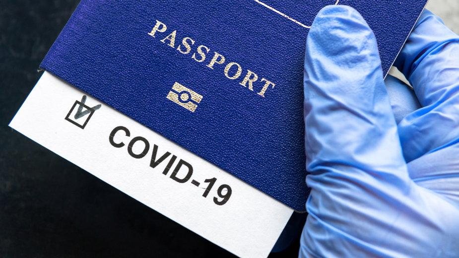 Paszporty szczepień możliwe przed końcem maja?