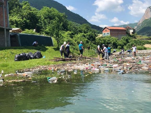 Čišćenje jezera Gazivode