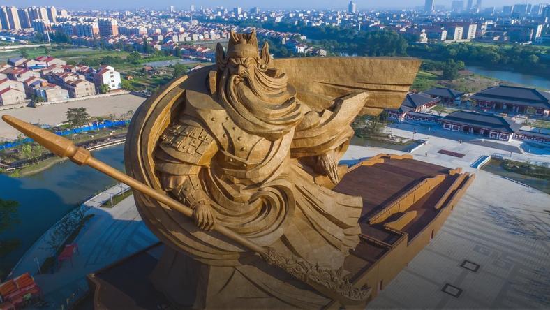 Pomnik generała Guan Yu w Chinach. Ma aż 58 metrów wysokości i waży 1320 ton