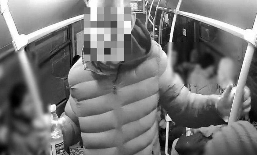 """Rasistowski atak w gdańskim autobusie. """"To biali powinni siedzieć"""""""