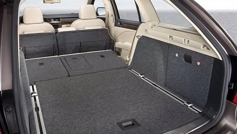 Który samochód ma bagażnik bez dna?