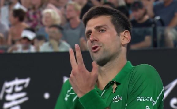 Novak je samo poželeo drugi servis Federera, a onda je zablistao - na dva prva i uzeo set!