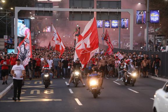 Navijači FK Crvena zvezda i FK Olimpijakos dolaze zajedno na Marakanu