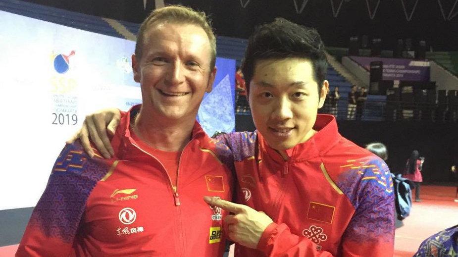 Rafał Hejna i Xu Xin, drużynowy mistrz olimpijski z Rio de Janeiro.