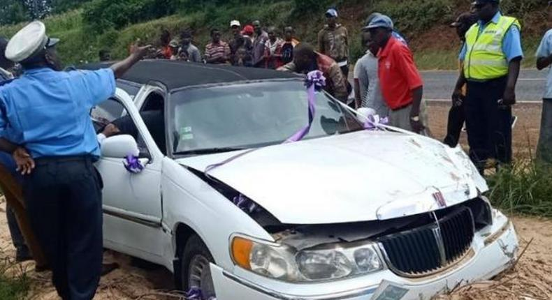 Accident almost ruins wedding as limo carrying bride crashes [Video]