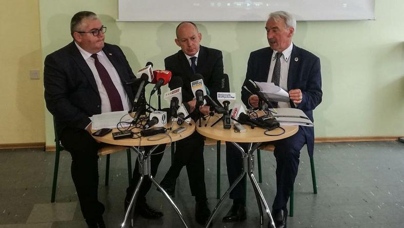 Konferencja w chełmskiej szkole. Od lewej: wiceprezydent Kowalczuk, dyrektor Hintz i mecenas Nowosielski