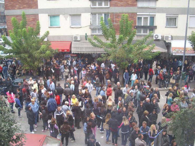 521013_pirot02-protest-radnika-ispred-zgrade-opstine-foto-zoran-panic