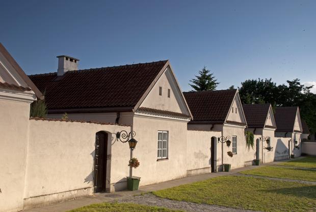 Domki pustelników, Klasztor Kamedułów nad Wigrami