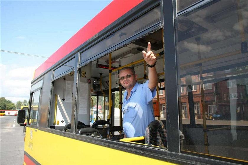 Szaleniec strzela do autobusów