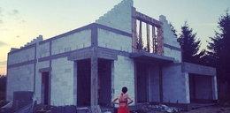 Honey na budowie! To ten dom chce zagracić ciuchami