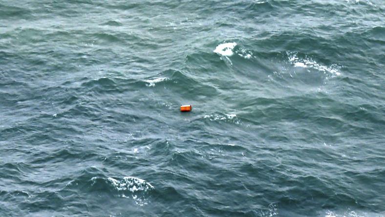 Agencja AFP podaje, że indonezyjski okręt Bung Tomo odnalazł kilkadziesiąt ciał i ta liczba ciągle rośnie.