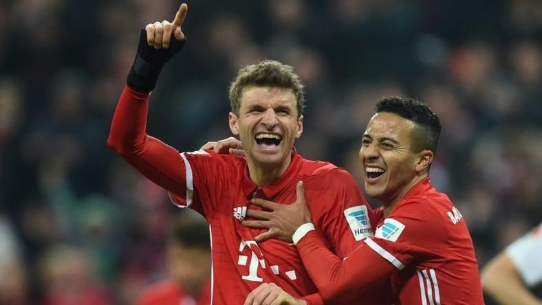 Bayern Munich's striker Thomas Mueller (L) and midfielder Thiago Alcantara celebrate on December 10, 2016
