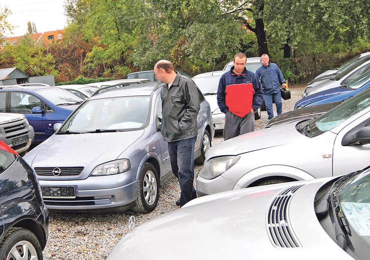 Novi Sad auto pijaca 291012 RAS foto Robert Getel (14)