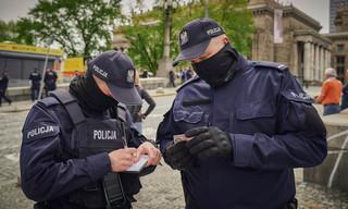 Policjant to nie chłopiec na posyłki sanepidu