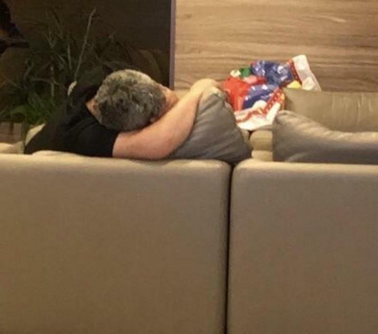 Čovek i jastuk