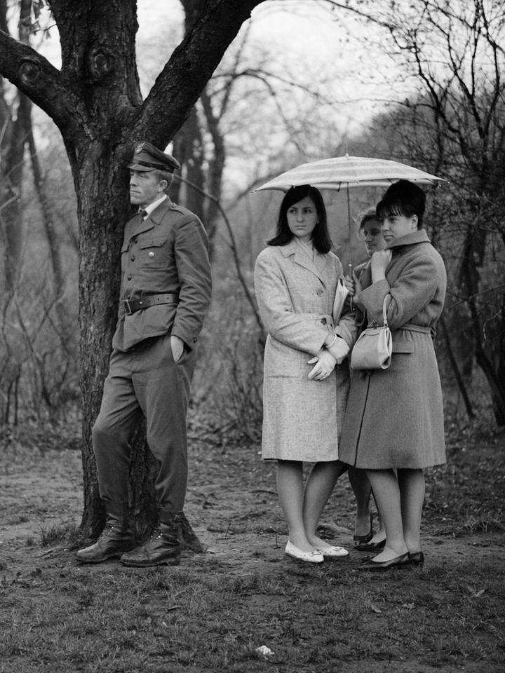 """""""f/5.6"""". Prace Bogdana Dziworskiego w Leica 6x7 Gallery"""