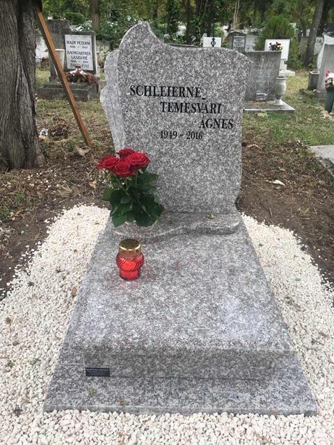 Így festett a gránit síremlék, mielőtt a tolvajok lecsaptak